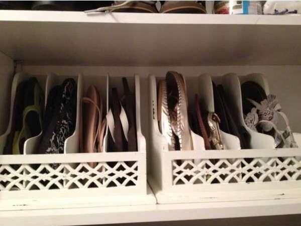 Un porte-revues est parfait pour ranger les sandales et les chaussures plates.