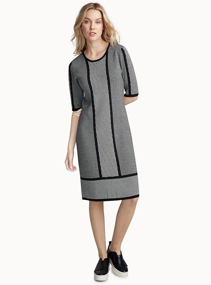 La robe tricot blocs graphiques | Contemporaine | Magasinez des Robes Genou | Simons