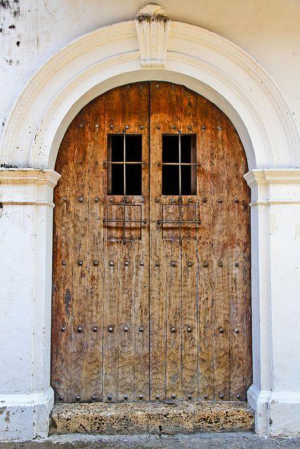 Wooden door in Calle Estanco del Tabaco - Cartagena de Indias, Colombia. By Cedric Converset