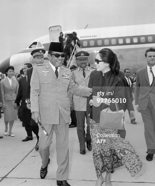 News Photo : Indonesian President Achmed Sukarno is welcomed...