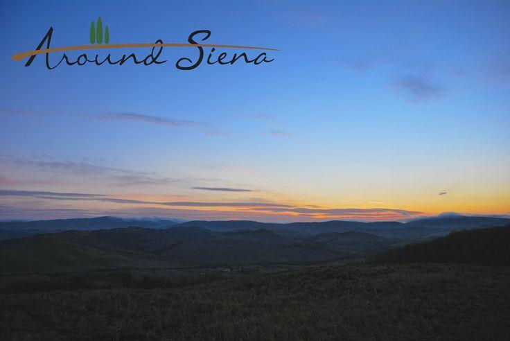 Sunrise in the Crete of Siena. Alba nelle Crete. www.aroundsiena.it Around Siena is a different way to visit Siena; experiences and much more! Around Siena è un modo diverso per visitare Siena; esperienze e molto altro!