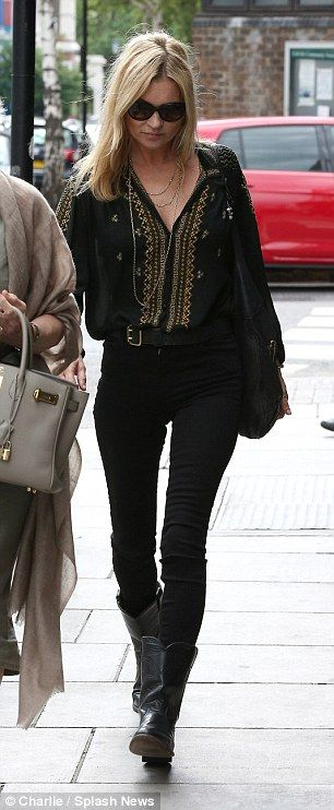 Kate Moss steps out wearing her wedding ring #dailymail