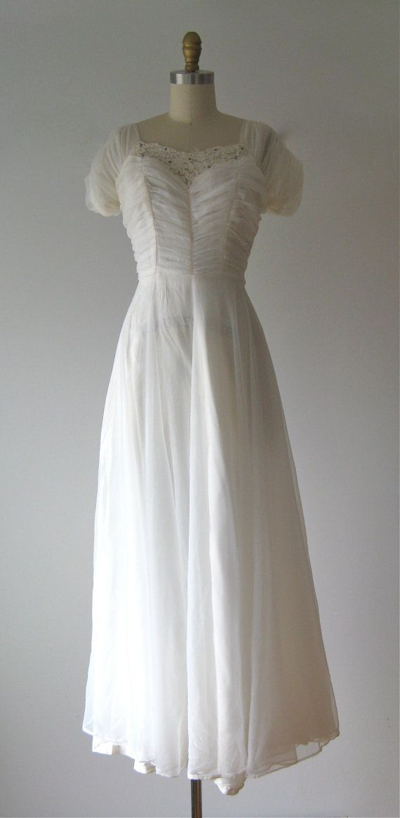 vintage 1940s wedding dress / 40s wedding dress by Dronning, maybe this quantity of material for skirt portion.