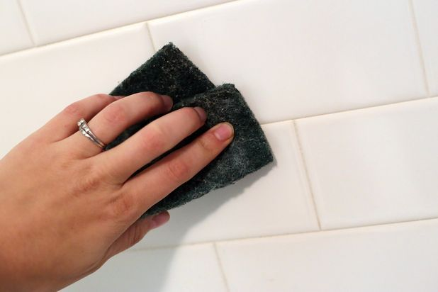 Cleaning shower grout