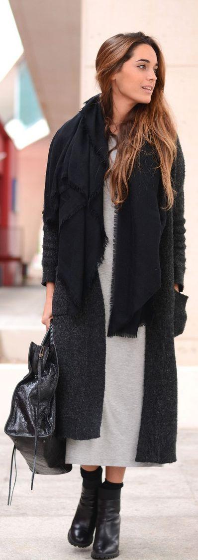 How To Wear A Long Cardigan: Stella Wants To Die is wearing a dark grey long cardigan from Zara
