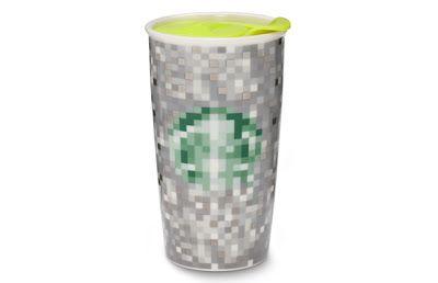 Durante semanas Starbucks Global Design Studio iba y venía con diseñadores de Rodarte. Este resultado fue algo que se sentía un poco Rodarte y un poco Starbucks, una verdadera colaboración.