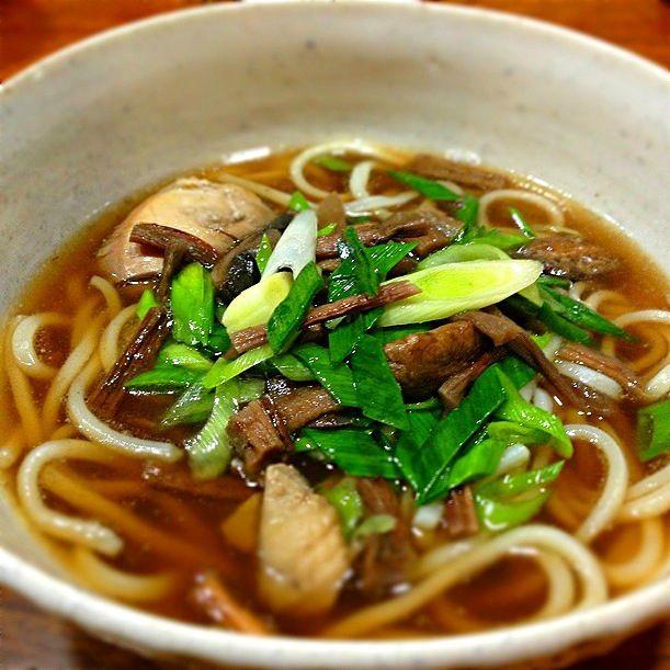 鶏煮込みうどん。 日本から運んだ芋がらと、 長葱や椎茸も沢山入れているので、とっても良い出汁が出ています。 うどんも日本から運んだ半生乾麺使用です。 - 12件のもぐもぐ - 鶏煮込みうどん。 by lalaboneca