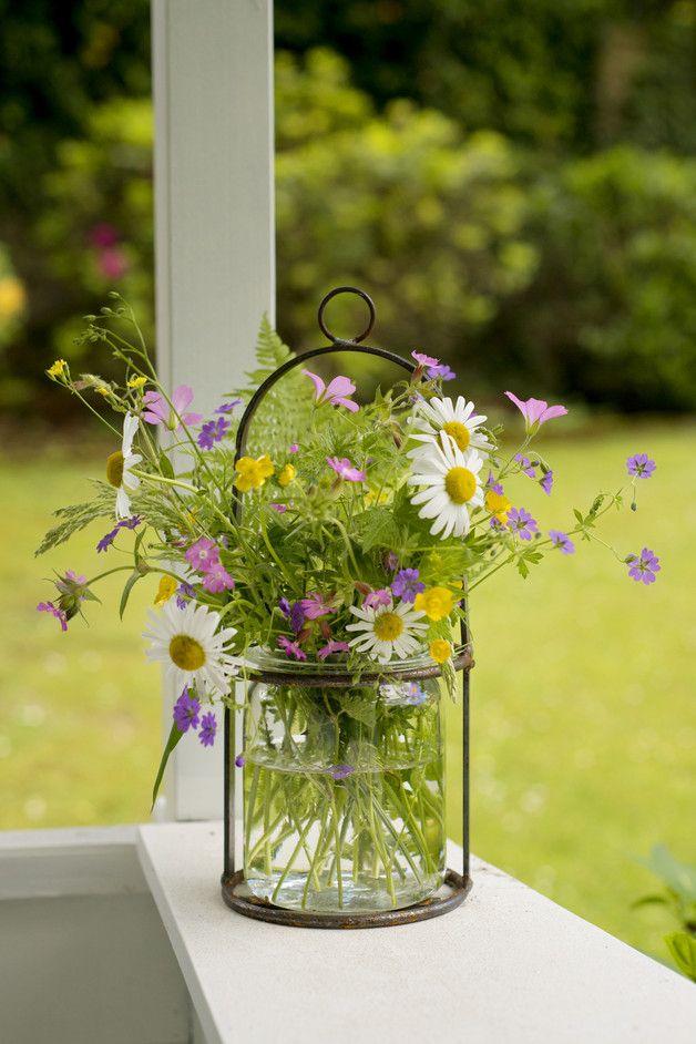 Vintage Einmachglas als Gartendeko für Wiesenblumen und kleine Blumensträuße / vintage garden decoration: mason jar for the balcony, gardening made by Timmasiru via DaWanda.com