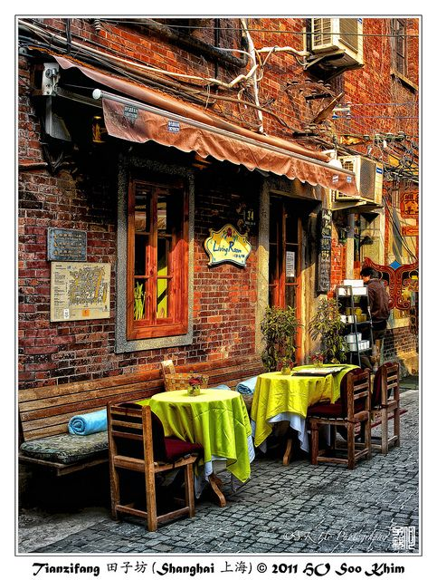 Travel China Tianzifang 田子坊 (Shanghai 上海) great tourist location with tiny alley streets and old buildings with shopping, eating and just wandering around. Be sure to wander each and every alleyway though. Also Wander the roads surrounding it. Great day out!!!