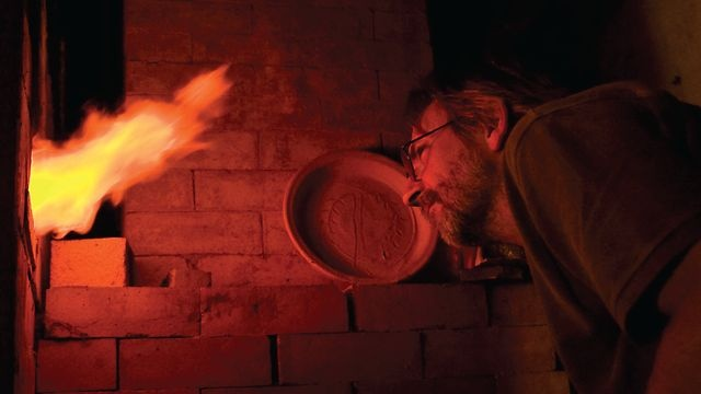 Our feature length documentary follows Phil Rogers on trips to Japan and the USA. Showing him making and firing pots in his native Wales. To see his work visit: http://www.goldmarkart.com/ceramics/potters/phil-rogers.html