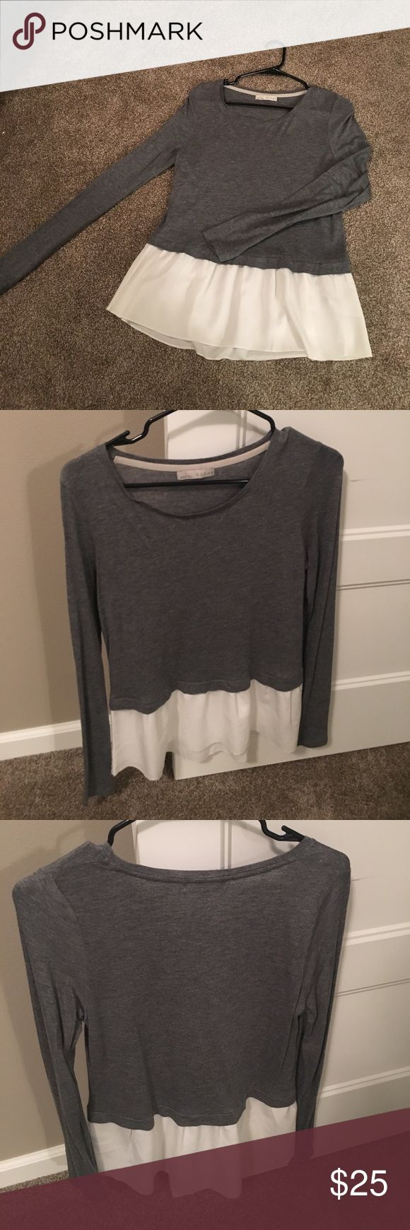 Hinge Grey & White Layered look top Hinge Grey &a White layered look long sleeve. Body is 100% viscose and super soft. Woven is 100% polyester   Worn twice. Comfortable and casual, yet can wear to work   Small hinge Tops Tees - Long Sleeve