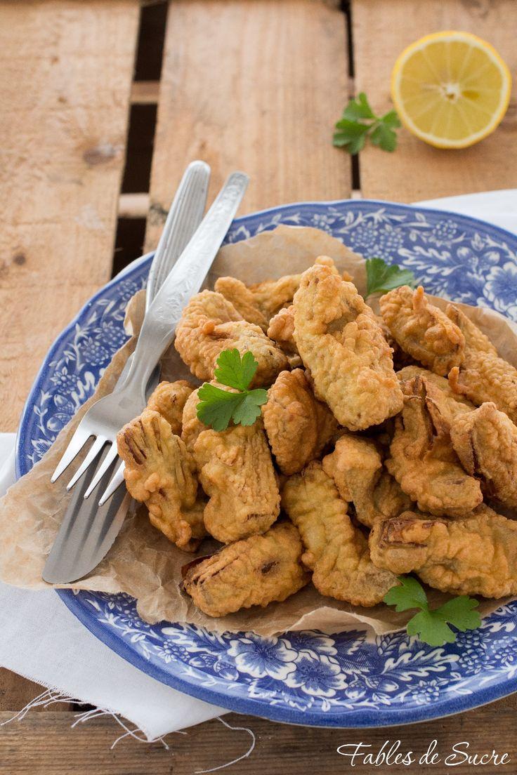 Carciofi fritti in pastella, cuori di carciofo teneri e morbidi avvolti in una croccante pastella leggera e asciutta, uno tira l'altro, buonissimi.