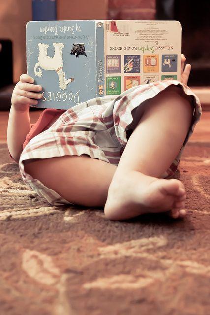 On n'est jamais trop jeune pour lire un bon livre ! / We are never too young to read a good book !