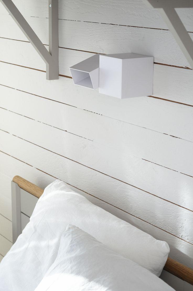 Innerpanel i individuellt arkitektritat hus. #sommarnojen #sommarnöjen #woodenpanel #bedroom
