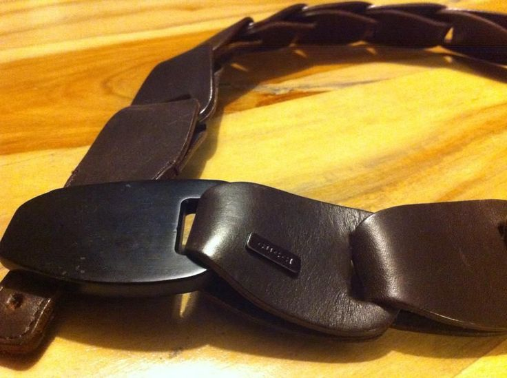 Leather belt by Gucci.. Very elegant and easy wearing belt..