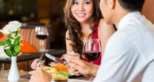 How to Flirt With a Girl on a Date