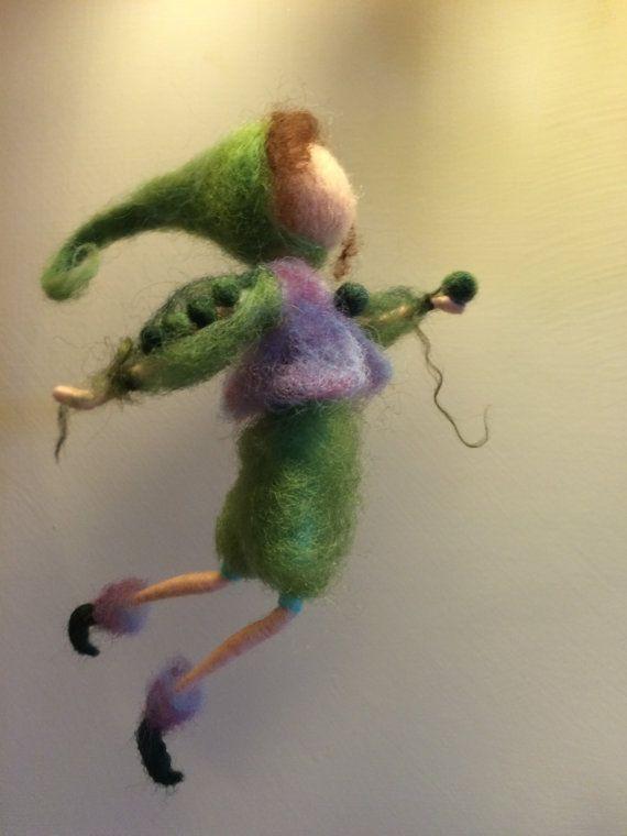 Elfo de fieltro de aguja Waldorf inspirado miniatura por DreamsLab3