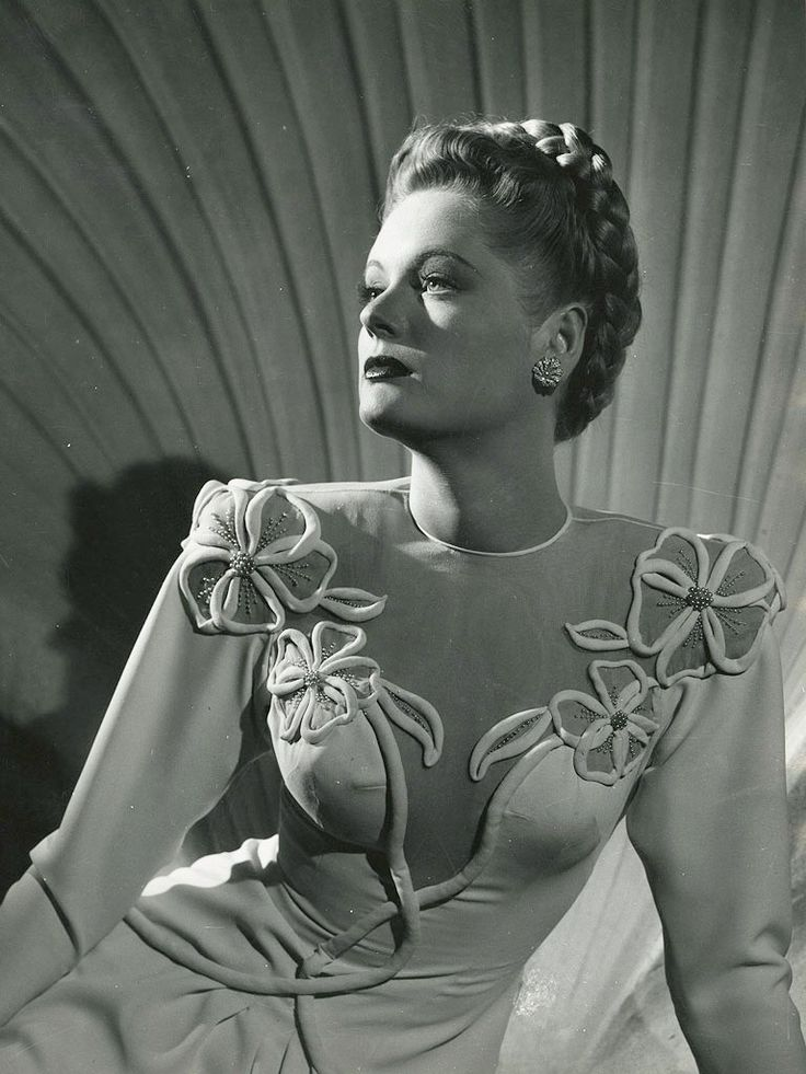 Alexis Smith - actress and always dressed by the best designers.....isn't this one beautiful?