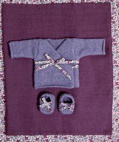 A tricoter, deux adorables brassières forme cache coeur fermées par un lien en liberty ou en satin. Pour télécharger les explications de ces...