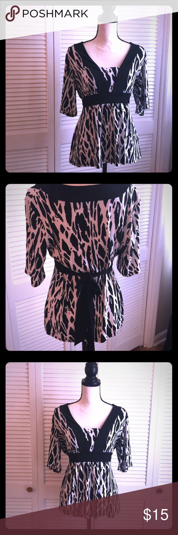 BLACK AND WHITE TOP W TIE BACK SIZE L Size L  Adorable and Flattering Top.  Can be worn for business casual or for a night out. Pairs well w a skirt, dark denim, dress pants. AB Studio Tops