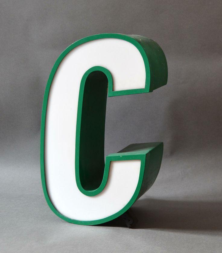 Neu bei kartique.de: kursive Buchstaben. Leuchtreklame Buchstaben.