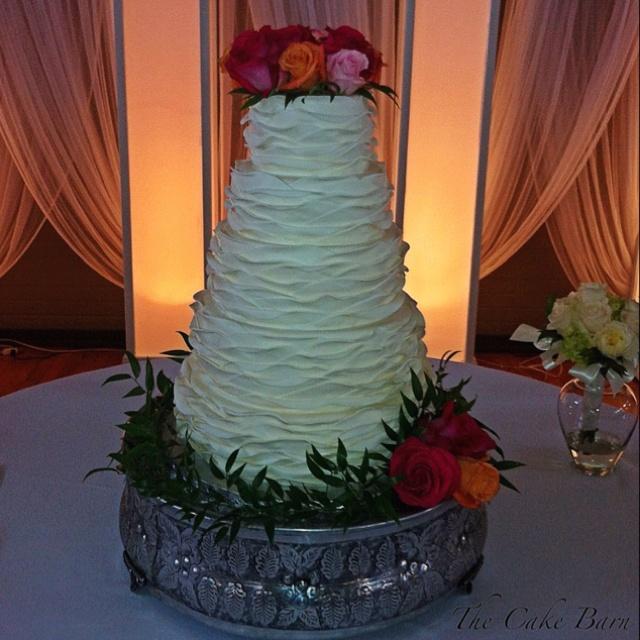 Ruffle wedding cake with fresh flowers.