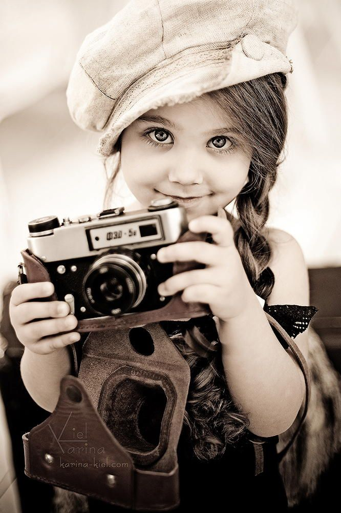 Adorable little photographer, like me. I took my first photography class when I was 10. ~ETS #photography #vintagecamera #sweetlittlething