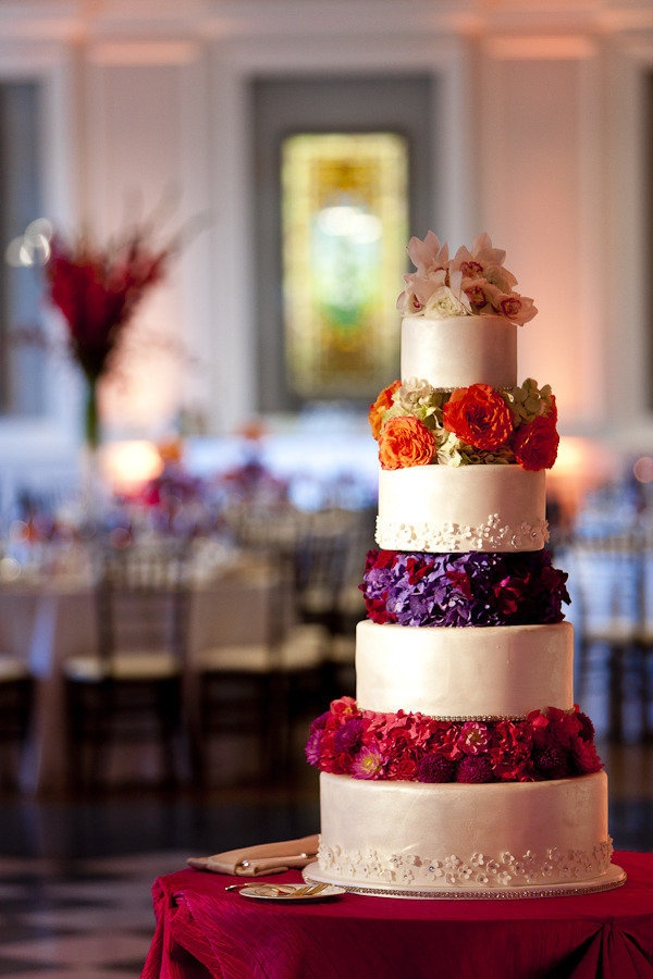 Cake with jewel tone flowers | Jewel Tone Wedding Theme { 17 ideas to Use Jewel Tones } https://www.itakeyou.co.uk/wedding/jewel-tone-wedding-theme #jeweltone #wedding #fallwedding: