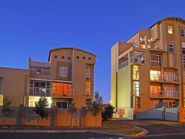 The Sands AG2 - Welcome to an exquisite holiday stay at The Sands apartment complex, in the lovely area of Bloubergrant, just a 5 minute walk from the beach.The Sands complex comes with a spacious pool, a great way to ... #weekendgetaways #bloubergstrand #southafrica