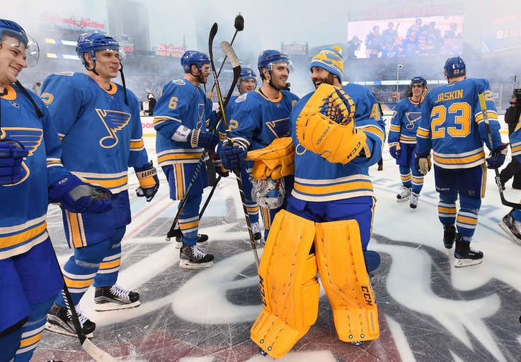 ST LOUIS, MO - JANUARY 02: Carter Hutton #40 and the St. Louis Blues celebrate after their 4-1 win over the Chicago Blackhawks in the 2017 Bridgestone NHL Winter Classic at Busch Stadium on January 2, 2017 in St Louis, Missouri. (Photo by Brian Babineau/NHLI via Getty Images)
