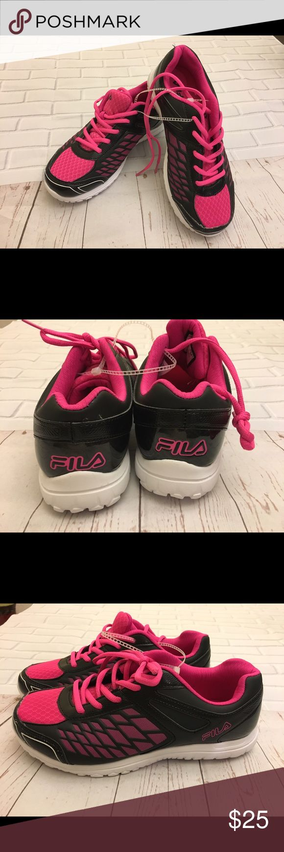 ✨Fila Sneakers size 6 1/2 brand new✨ Brand new black/pink Fila sneakers size 6.5. Very comfy & stylish. Fila Shoes Sneakers