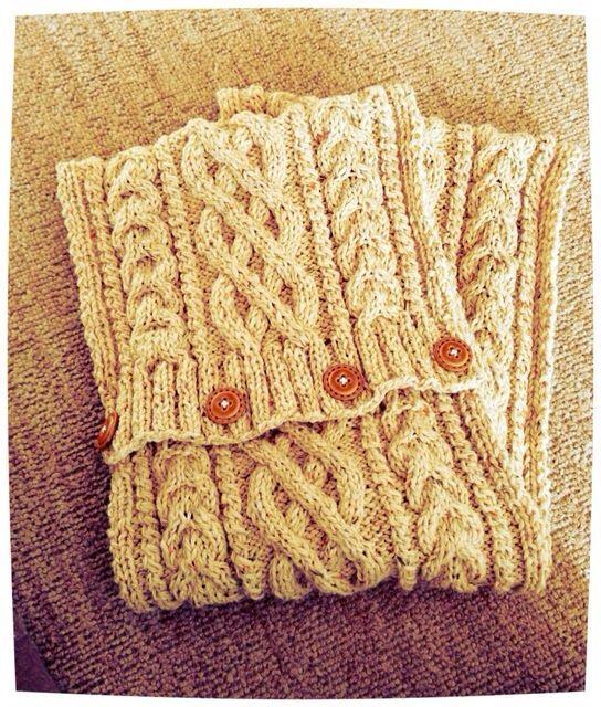 アラン模様の編み物を見ると、本当に素敵だな〜って思いますよね♡今回はアラン模様で作られたマフラーやミトン、ニット帽などなど♪素敵な冬のアイテムをご紹介したくて集めてみました♡親子コーデのハンドウォーマー、お祖母様へのプレゼントのミトン♪素敵でほっこりしちゃいます♡