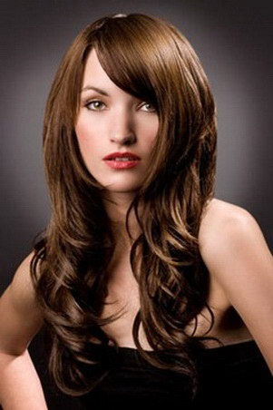 Having your hair loose in an elegant way is also a good hairstyle and so beautiful!