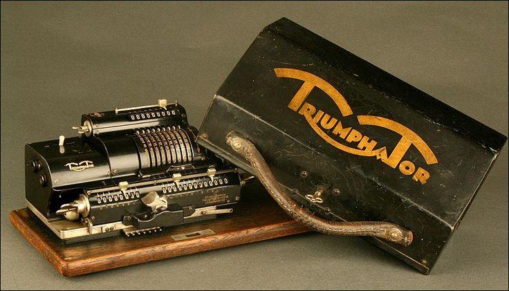 Calculadora Alemana Triumphator C, Año 1.927. Con Tapa y Llave Originales. Funcionando