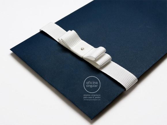 Laço Chanel duplo em fita de cetim. Confeccionado em diversas larguras, cores e tamanhos, para convites de casamento ou como argola para guardanapo.