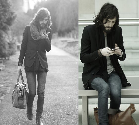 LONDON// IPhone addiction (by Tony Stone) http://lookbook.nu/look/2996465-LONDON-IPhone-addiction