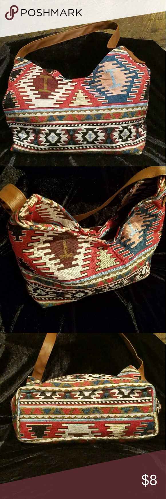 AZTEC PRINT PURSE This is a shoulder purse made of fabric with great colors....  It is versatile.  Never used.  I received it as a gift. Gold Coast Bags Shoulder Bags