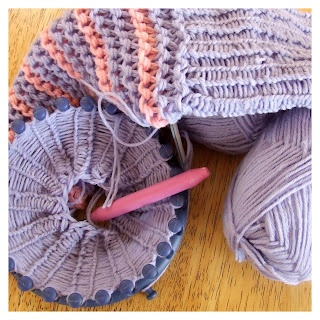 Using the round knifty knitter.  Includes video links to tutorials.