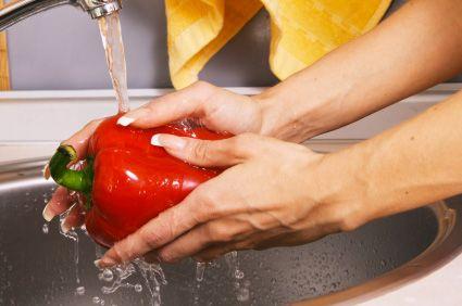 Lavar bem as frutas e verduras é suficiente para eliminar os resíduos de agrotóxicos ? Com certeza lavá-las é válido para remover, em parte, os resíduos de substâncias indesejadas. Mas como não podemos saber com precisão a quantidade de resíduos de...
