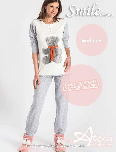 Pigiami e pigiamini donna. Simpatico e divertente é il pigiamino Charly by Smile Company per la nuova collezione Pigiami Autunno Inverno 2014/2015. Un dolce orsetto con vivace sciarpetta rossa vi accompagnerà nelle fredde serate autunnali ed invernali. Caldo cotone interlock.  #pigiami #pigiamidonna #orsetto  http://www.abbigliamentointimoatena.com/130-pigiami-donna