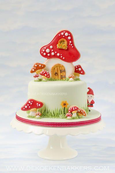 Toadstool Cake with Cookies - De Koekenbakkers woodlands