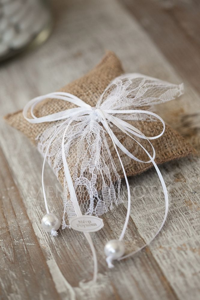 Burlap cushion wedding favor - bomboniere