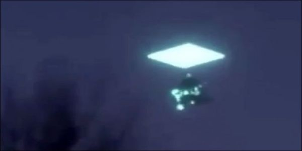 UFO εξαφανίζεται μέσα σε πύλη πάνω από την Σιβηρία | Βίντεο