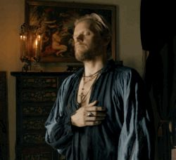 The Musketeers - Rochefort nipple rubbing appreciation post. (Which I have to say, actually kinda creeps me out a little. Why Marc, must you be so good at playing a creepy evil psycho?) [gif]