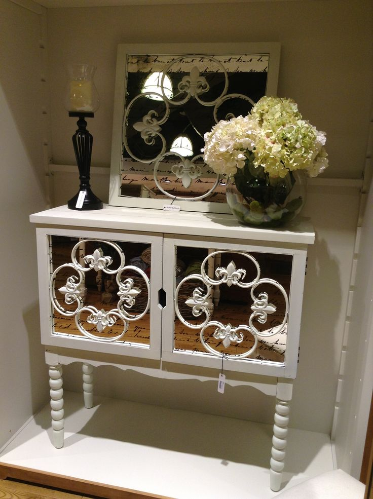 How lovely is this statement buffet unit and matching mirror! We also have a matching long three panel mirror!