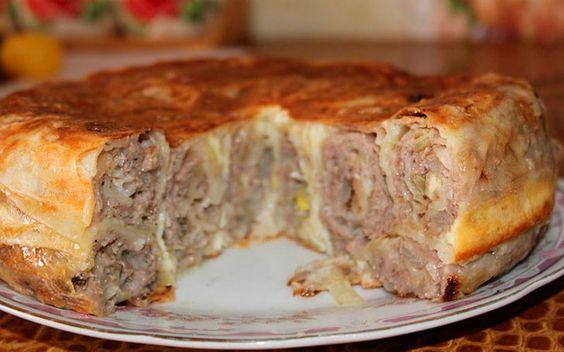 Сытный, мягкий, очень аппетитный, такой пирог хорош не только в качестве закуски, но и как основное блюдо. Мой муж просто в восторге от него!