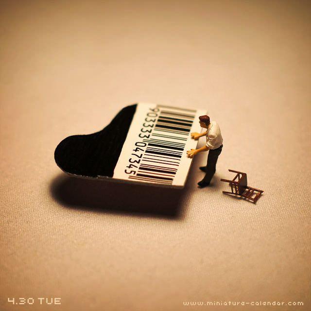 Piano  http://miniature-calendar.com/130430/