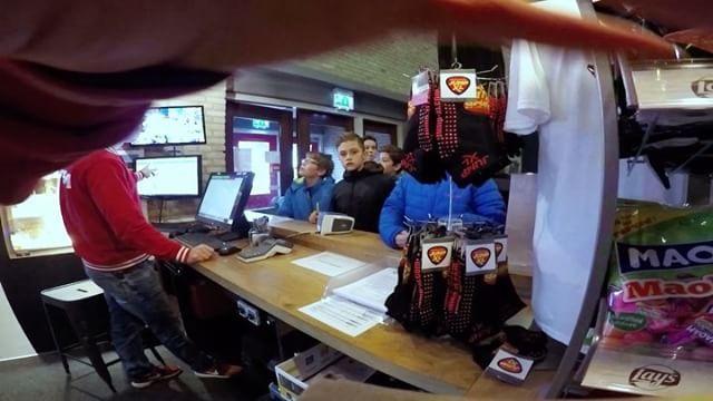 Met je hele #klas of #team #jumpen in het vetste #trampolinepark van Eindhoven en omstreken? Dat is mogelijk!  Stuur een e-mail naar eindhoven@jump-xl.com of bel naar 040 298 8841 om de mogelijkheden te bespreken.  Tot snel bij Jump XL #Eindhoven!  #jumpxl #trampoline #jumpxleindhoven #uitje #uitjes