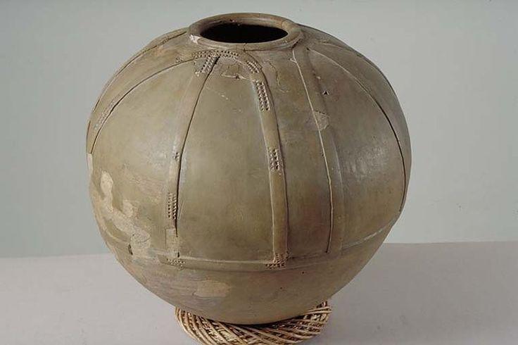 Kringla - kärl (amfora) av keramik