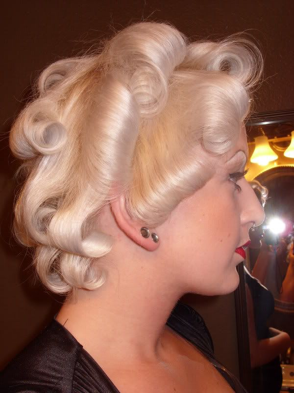 vintagehair: Easy Marilyn Monroe hair tutorial